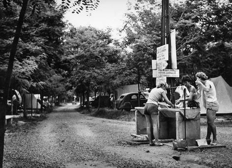 Camping 1957.jpg