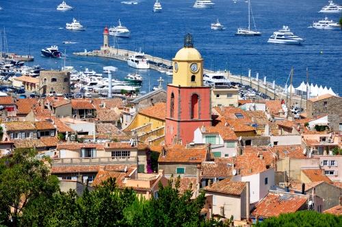 Saint-Tropez_-_Vue_générale_église_phare.jpg
