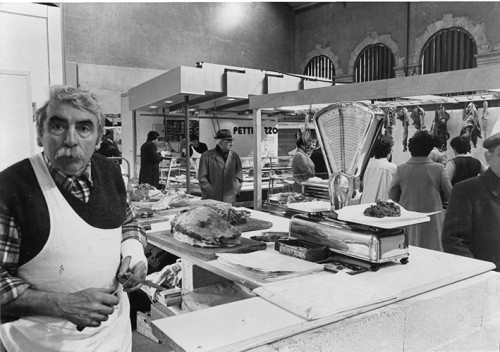Rénovation des Halles Mars 1982 installations provisoires  2.jpg