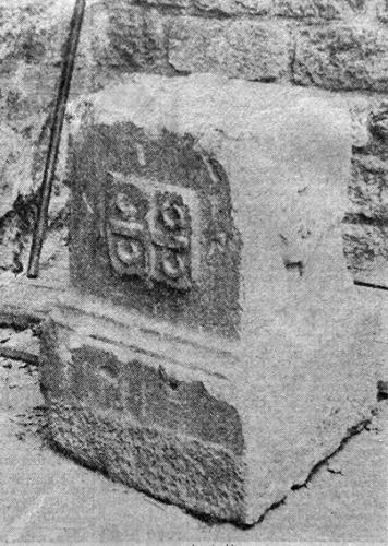 Socle en pierre au Viguier.jpg