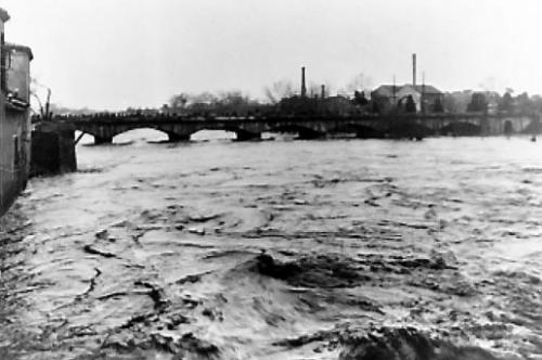 vue-du-pont-vieux-en-1891-prise-par-le-chanoine-verguet_326084_516x343.jpg
