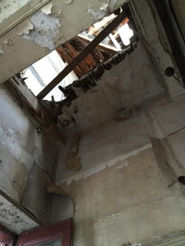 C Cage escalier plafons eventrés du deuxieme etage Photo MHM.jpg