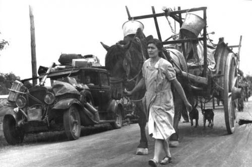 Bundesarchiv_Bild_146-1971-083-01,_Frankreich,_französische_Flüchtlinge.jpg