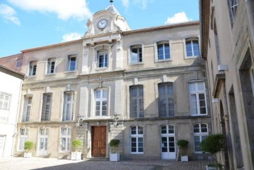 prefecture-de-laude.jpg