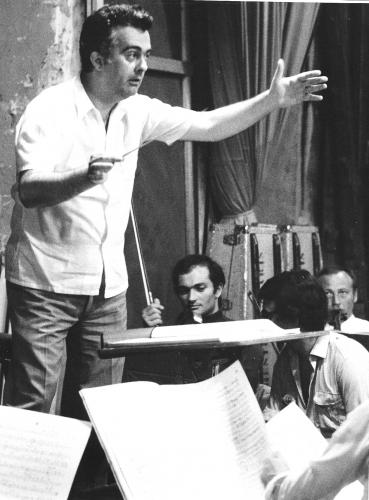 Jacques Charpentier dirige son oper a Béatris 1971aix en provenc 001.jpg