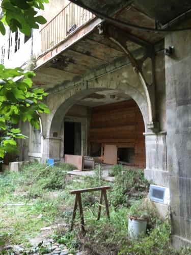 A entrée cour intérieure accès aux étages murée Photo MHM.jpg