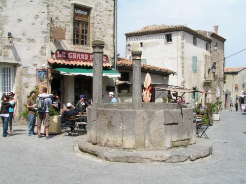 Carcassonne - Grand puits.jpg