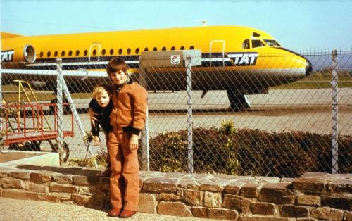 Carcassonne  Aéroport  Salvaza Laurent et Cédric Voyage  à Paris  Laurent Avril 1979.jpg