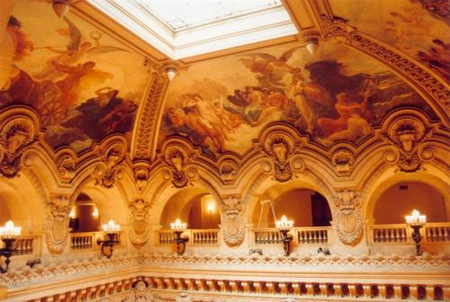 800px-Paris_Opera_Garnier_Plafond_Escalier_01.jpg