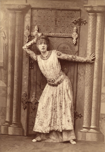 Sarah_Bernhardt_as_Theodora_by_Nadar.jpg