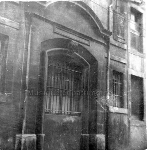 Porte d'entrée deu Collège des Jésuites en 1969 Démolie depuis.jpg