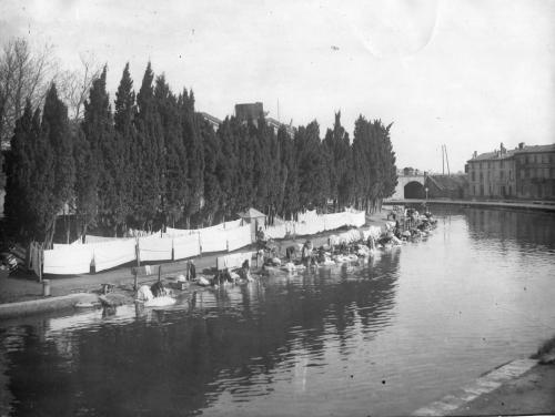 Lavandières au bord du Canal vers 1908.jpg