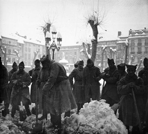Place carnot neige soldats.jpg