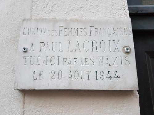 Lacroix plaque.jpg