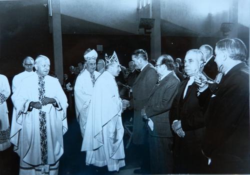 Bénédiction de la cloche de la réconciliation. Mgr Puech, Mgr Rougé et Abbé Gau.JPG